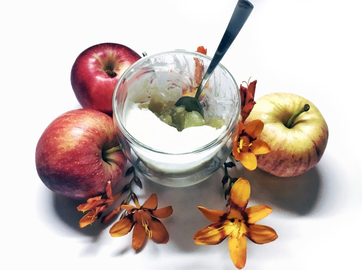 Delicious Autumn Æblegrød (Apple Sauce WithCream):